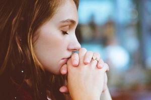 Woman-Praying-1000